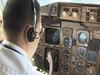 记者进入波音757飞机 探秘驾驶舱安保工作